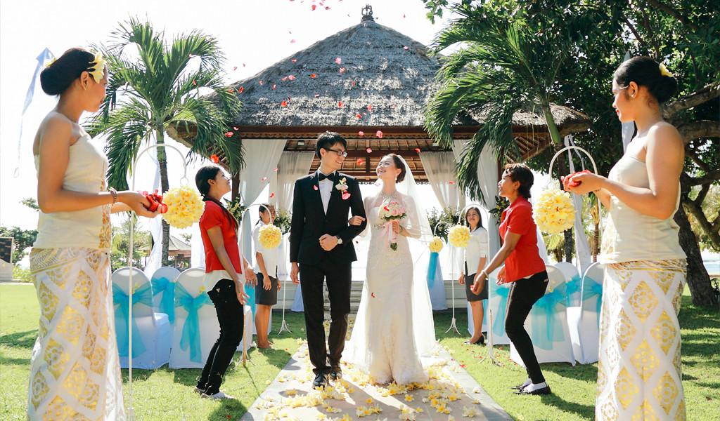 wedding in Bali beach
