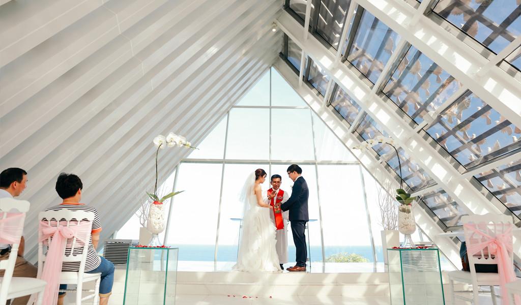 intimate wedding ceremony in dove chapel bali