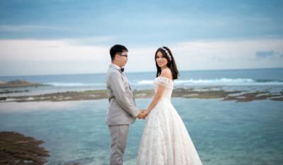 Bali beach pre wedding in Melasti